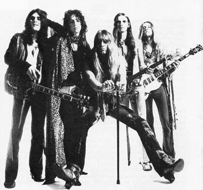 http://indeepmusicarchive.net/wp-content/uploads/2013/12/Alice-Cooper-Love-It-To-Death-era-pic.jpg