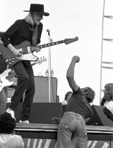 Johnny_Winter_at_Woodstock_Reunion_1979